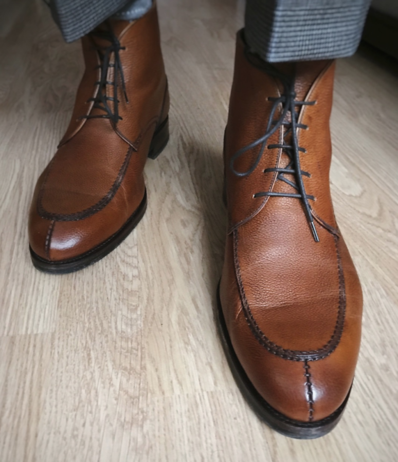 Horns to Prevent Dress Shoes From Creasing